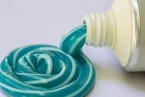 что означает синяя полоска на зубной пасте