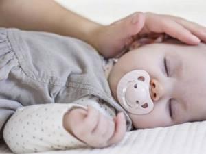 После операции при атрезии пищевода младенцу придется проходить долгий курс реабилитации