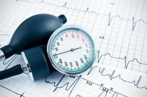 на какой руке правильно мерить артериальное давление